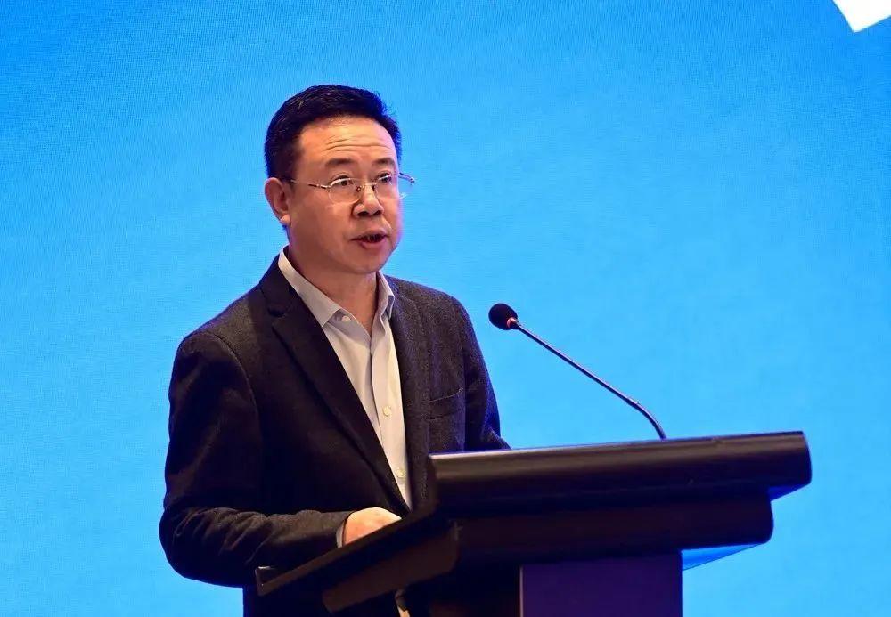 重庆市巴南区举行第四次招商项目集中签约,腾龙控股集团副总裁章亮获邀致辞